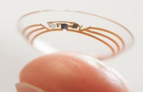 Una lentilla robótica hace zoom en tu vista cuando parpadeas